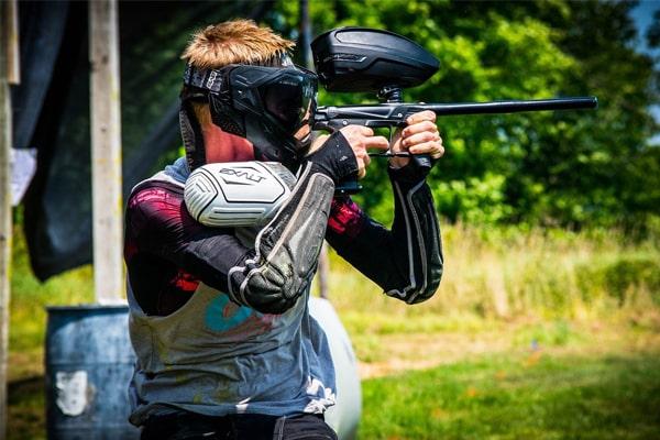 how to aim a paintball gun 1
